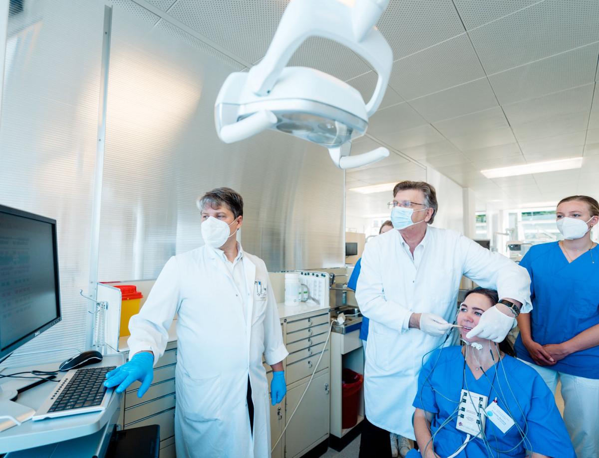 Zu Besuch im zahnmedizinischen Labor der Universität Marburg ,Prof. Lotzmann